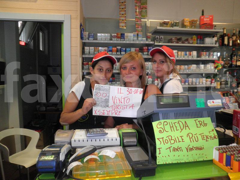 nella foto da sx Francesca, Antonella e Sabrina, lo staff della Caliandro Petroli