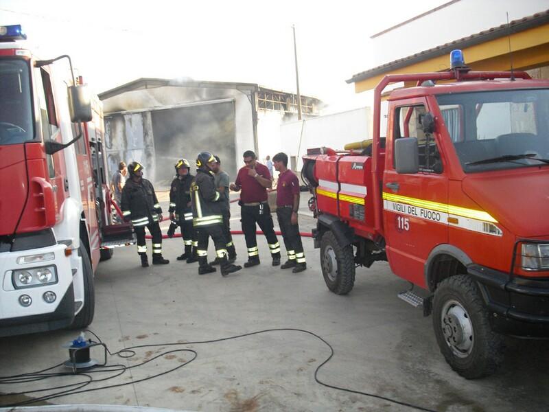 foto2c_25.8.2011-gioia_del_colle_incendio_azienda_agricola_9