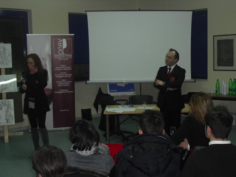 Una_lezione_sulla_degustazione_dei_vini_del_corso_tenutosi_a_Mola_di_Bari_Ba_lo_scorso_anno