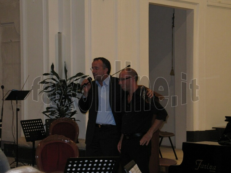 Il_saluto_di_Amatulli_al_pianista_Caldarovic