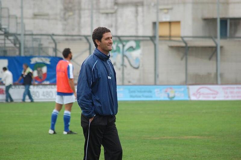 Armando_Santostasi_allenatore_castellana_calcio