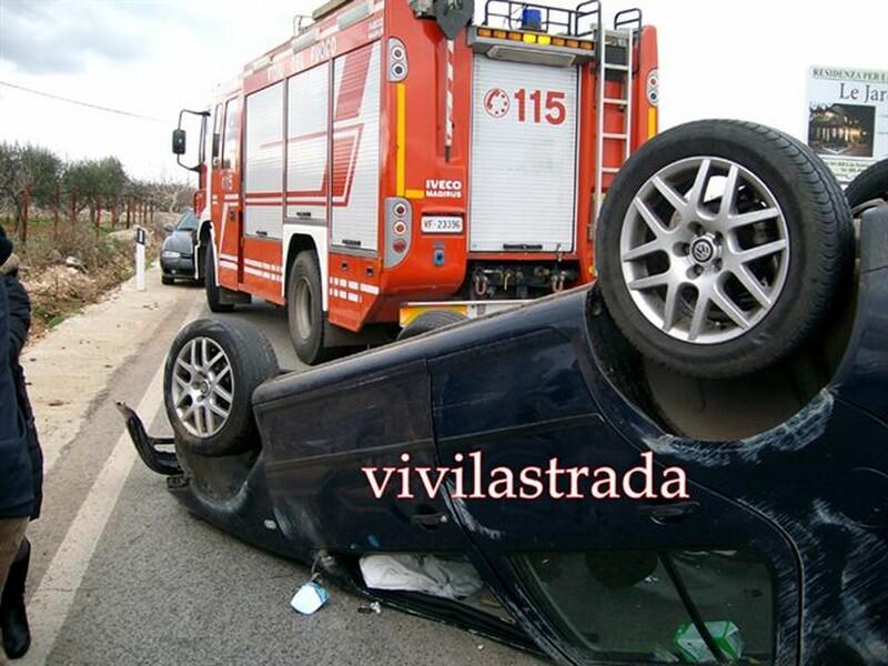 fotovivilastrada-25.12.2011-s.s.172-km.13.800_-2_feriti__putignanesi-118-vv.f.turno_A_putignano_1