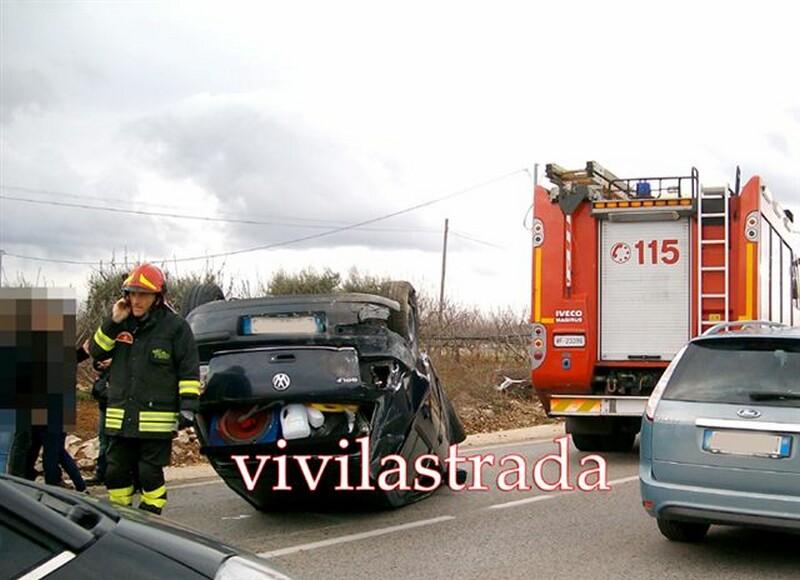 fotovivilastrada-25.12.2011-s.s.172-km.13.800_-2_feriti__putignanesi-118-vv.f.turno_A_putignano_16