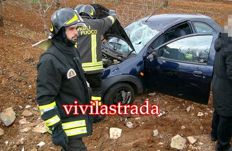 fotovivilastrada-25.12.2011-s.s.172-km.13.800_-2_feriti__putignanesi-118-vv.f.turno_A_putignano_3