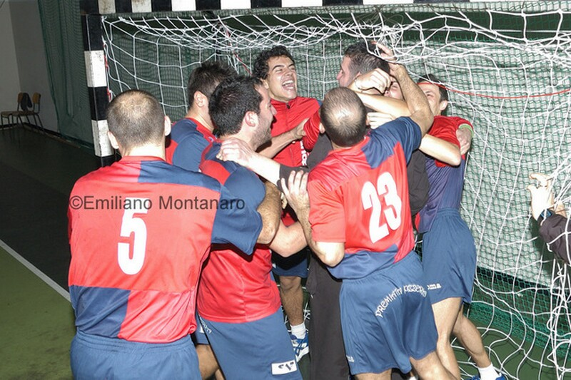 pallamano_uispla_squadra_abbraccia_Nebbia1