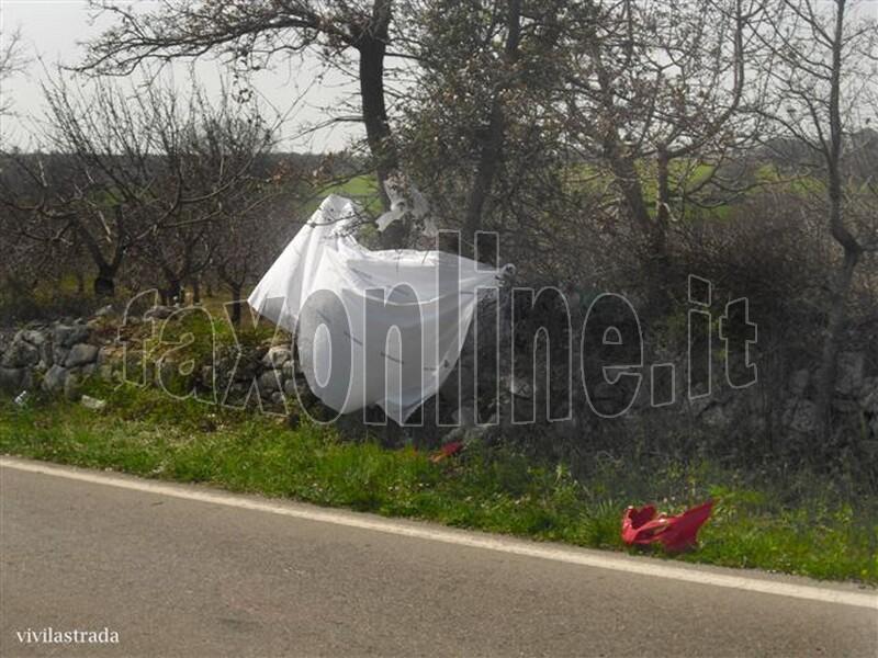 fotoVIVILASTRADA-25.3.2012-ore_1300_SP-ALBEROBELLO_MONOPOLI_-INCIDENTE_MORTALE_10