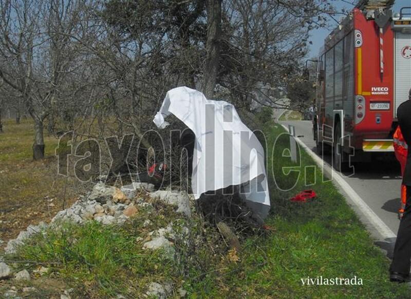 fotoVIVILASTRADA-25.3.2012-ore_1300_SP-ALBEROBELLO_MONOPOLI_-INCIDENTE_MORTALE_18