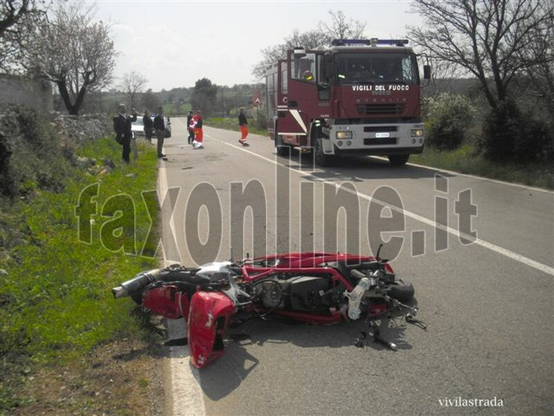 fotoVIVILASTRADA-25.3.2012-ore_1300_SP-ALBEROBELLO_MONOPOLI_-INCIDENTE_MORTALE_20