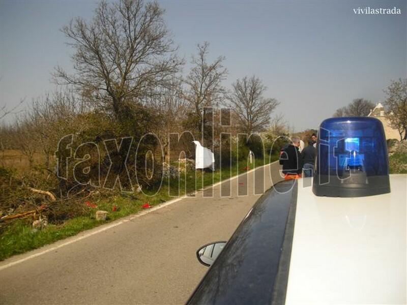 fotoVIVILASTRADA-25.3.2012-ore_1300_SP-ALBEROBELLO_MONOPOLI_-INCIDENTE_MORTALE_3