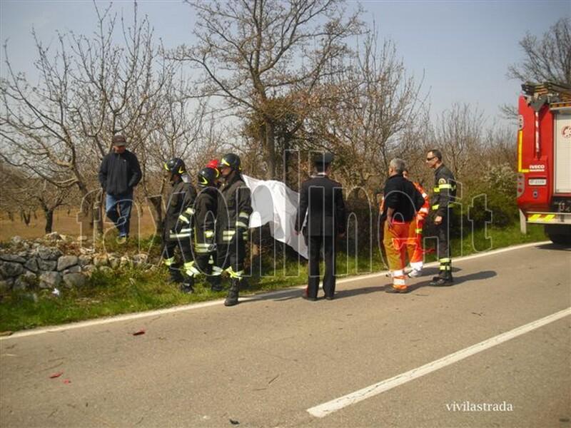 fotoVIVILASTRADA-25.3.2012-ore_1300_SP-ALBEROBELLO_MONOPOLI_-INCIDENTE_MORTALE_5