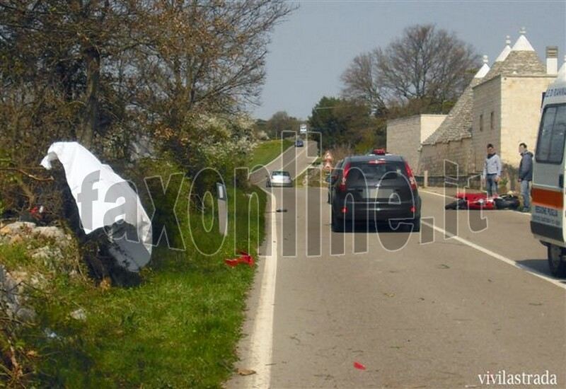 fotoVIVILASTRADA-25.3.2012-ore_1300_SP-ALBEROBELLO_MONOPOLI_-INCIDENTE_MORTALE_9