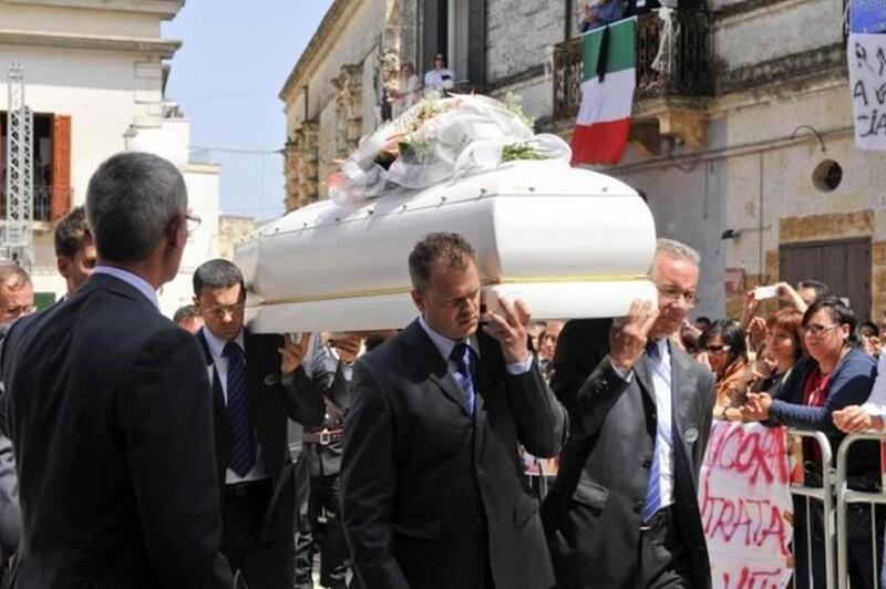 Un_momento_del_funerale_di_Melissa