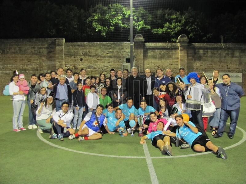 foto_finale_supporter_e_squadra_sacro_cuore