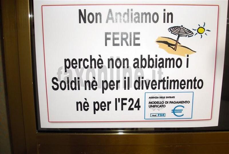 cartello_non_andiamo_in_ferie_apparso_in_un_laboratorio_artigiano_di_putignano