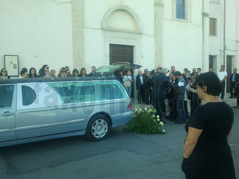 funerale_bimba_deceduta