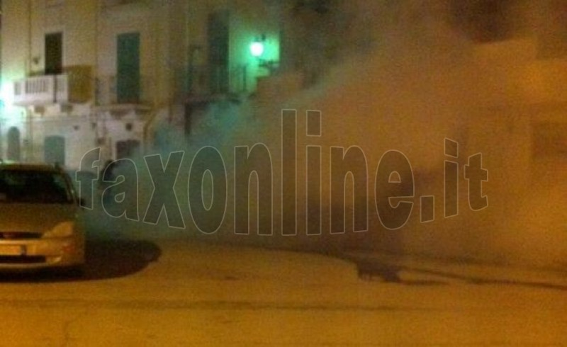 vigili_del_fuoco_spengono_auto_in_fiamme_2