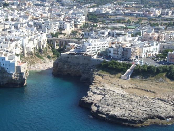 The-cliff-top-city-of-Polignano-a-Mare-665x498