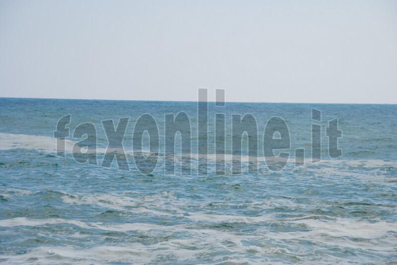 schiuma in mare-monopoli 1