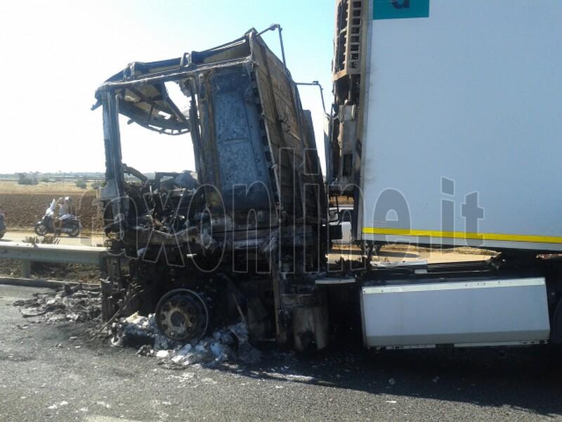 camion incendiato 2