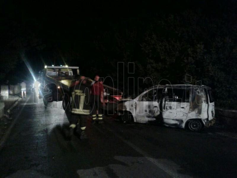 Auto esplosa via alberobello