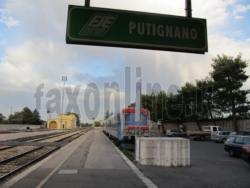 treno stazione putignano