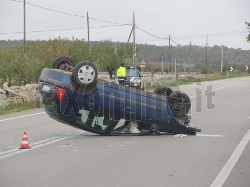 incidente auto capovolta