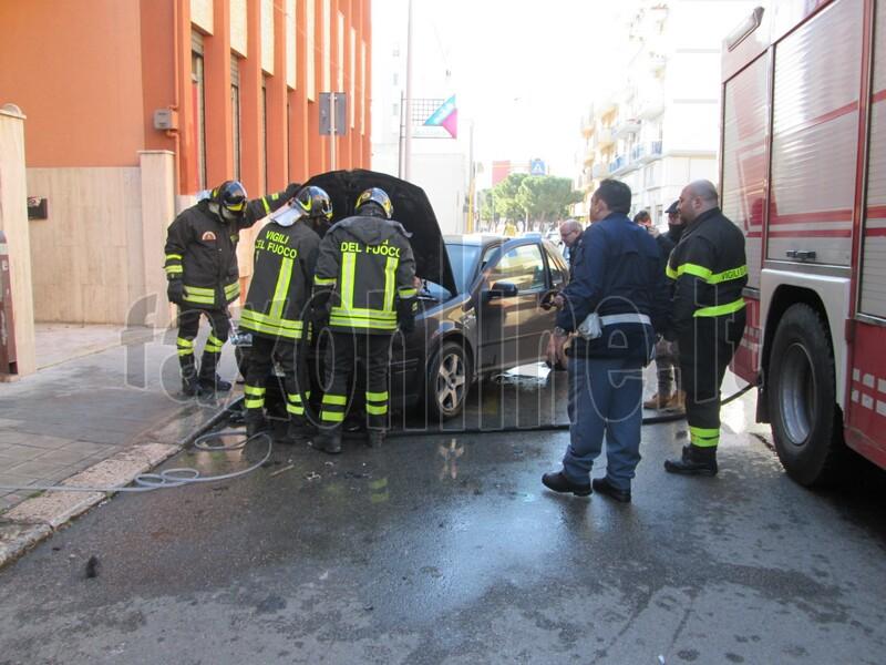 auto in fiamme-via lepanto 1