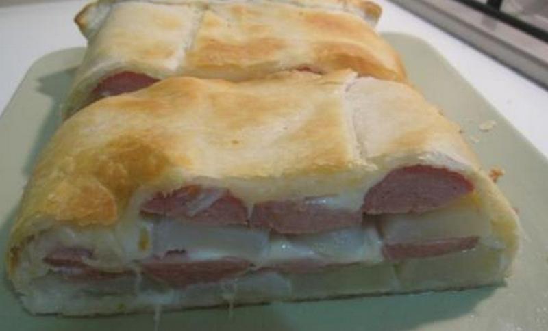 rustico con patate wurstel e mozzarella