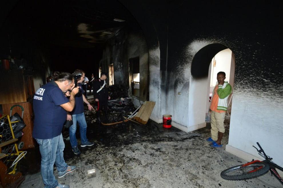 Incendio ex dormitorio - Foto Luca Turi