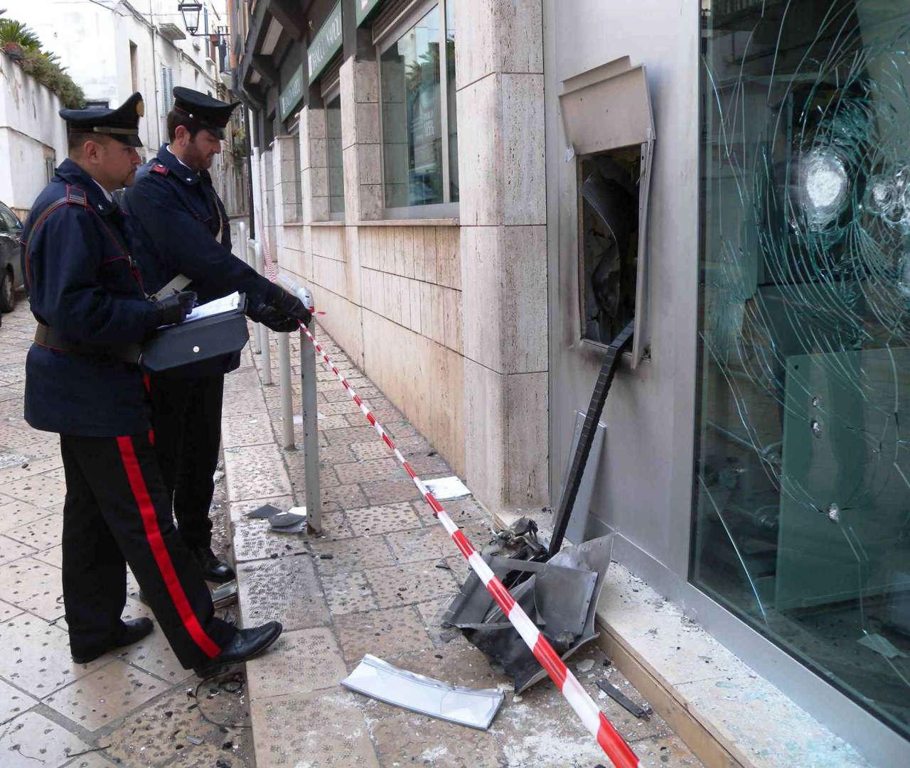 Rutigliano foto esplosione bancomat