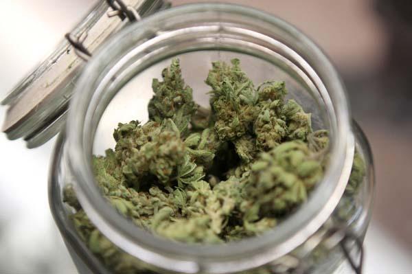 marijuana nei barattoli