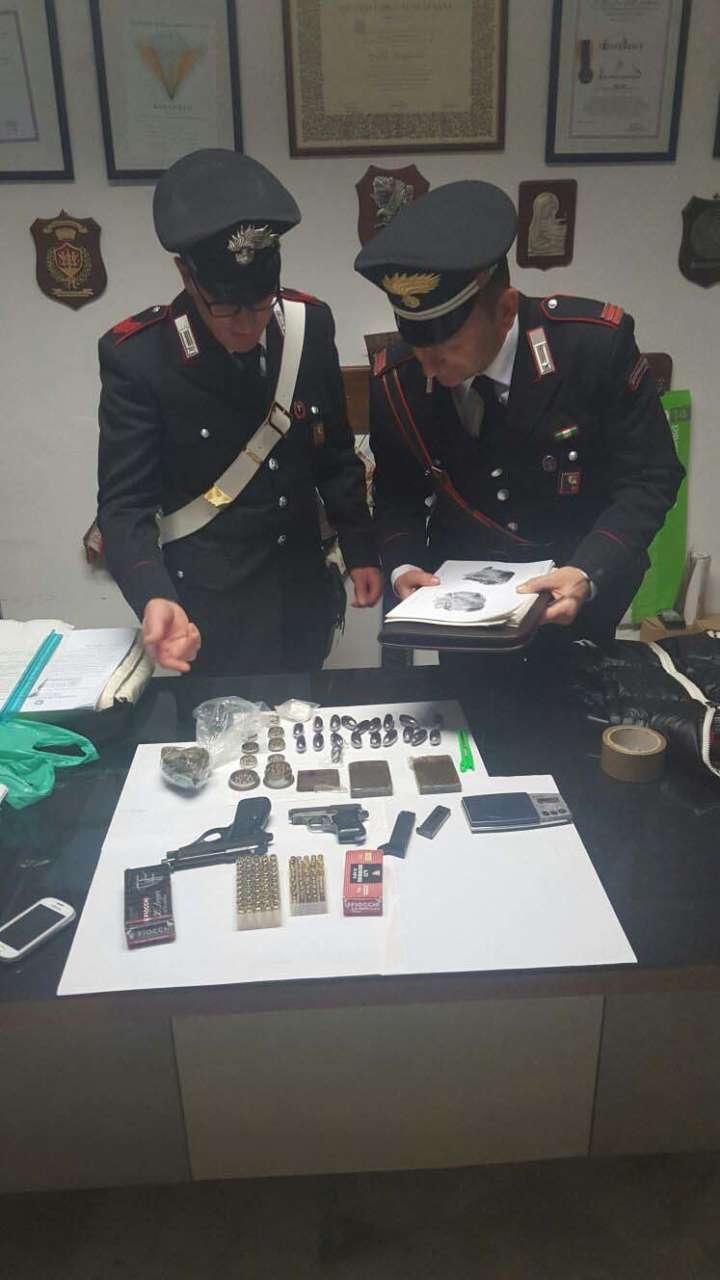 Bazar di armi e droga