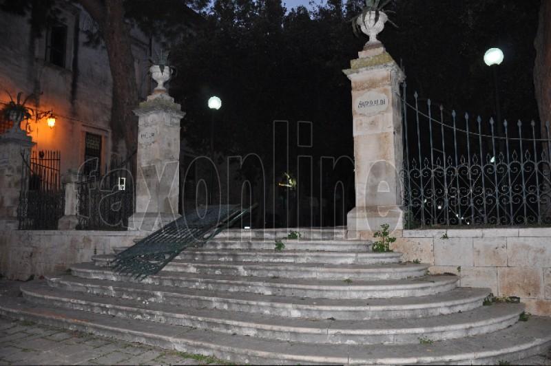 cancello villa sfondato