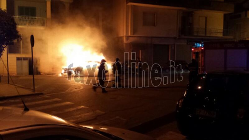 macchina incendiata2