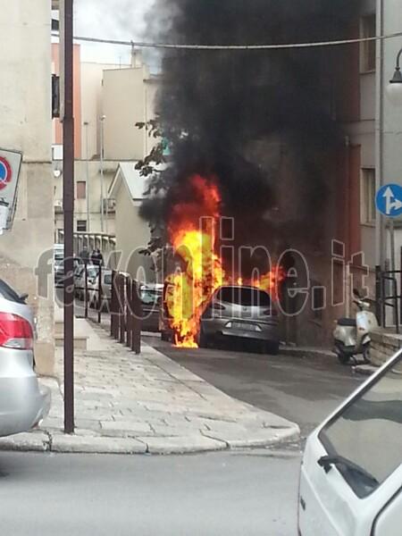 incendio macchina