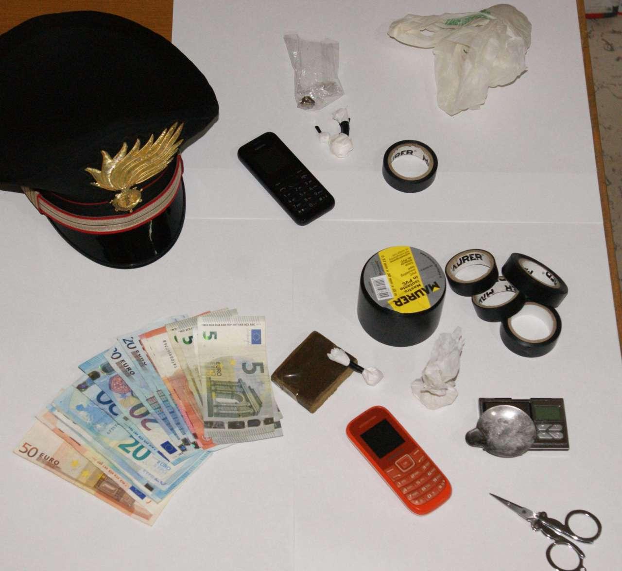 Turi. La droga e il denaro sequestrato