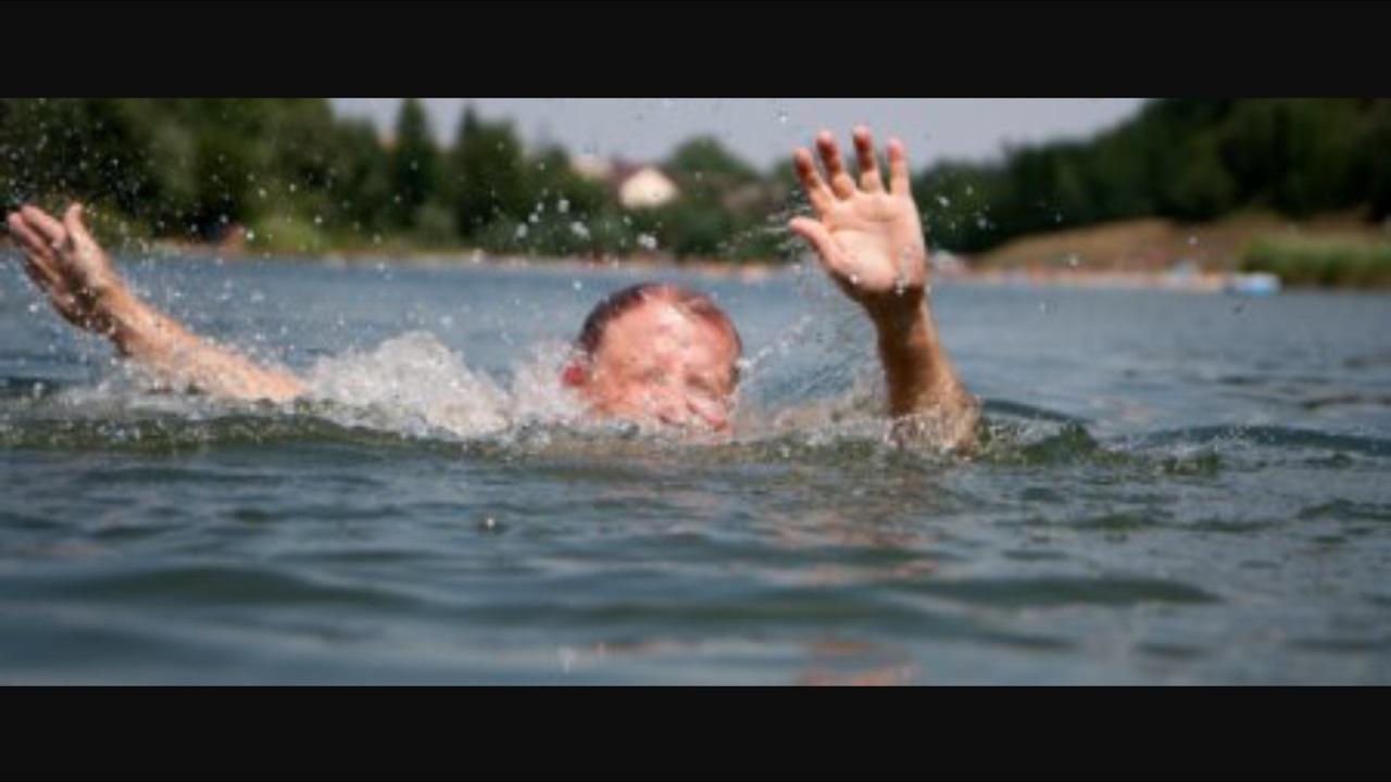 ragazzo annegamento