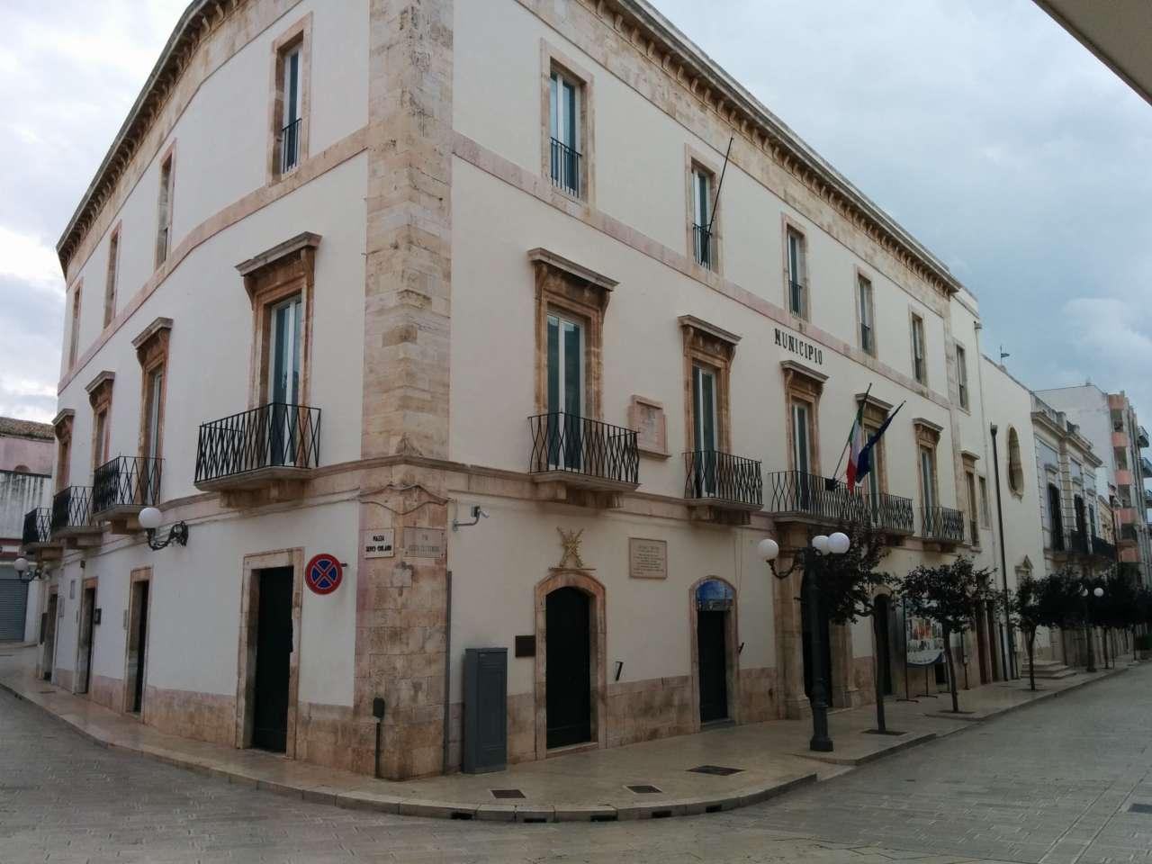 Municipio Turi bianco