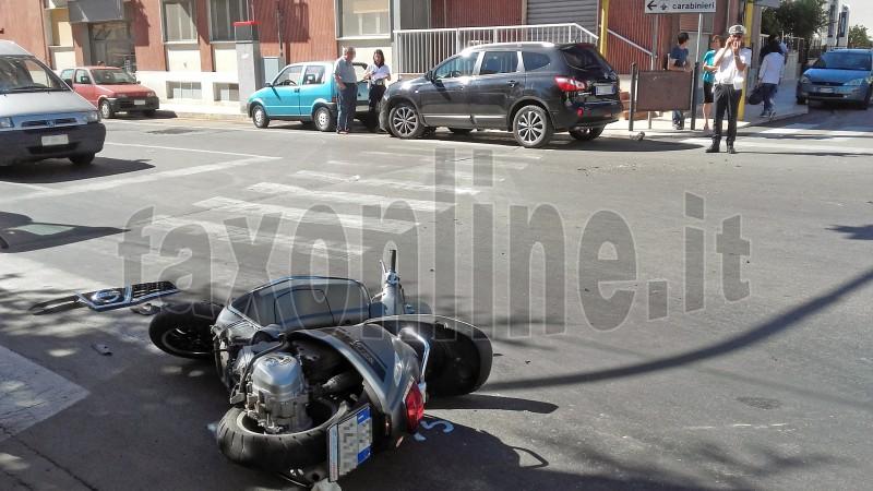 auto contro scooter