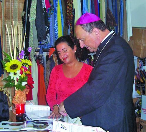 Mons.Cacucci e Rosanna DAprile Presidente Centro dAscolto