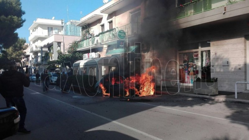 auto in fiamme vittorio veneto