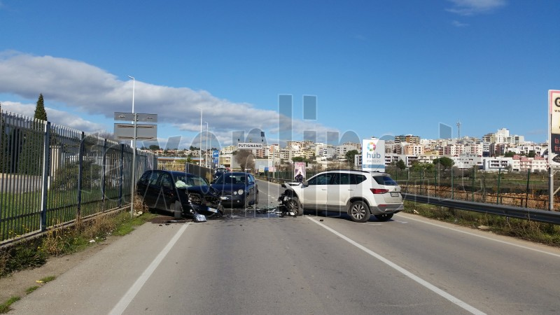 incidente via noci 3 auto