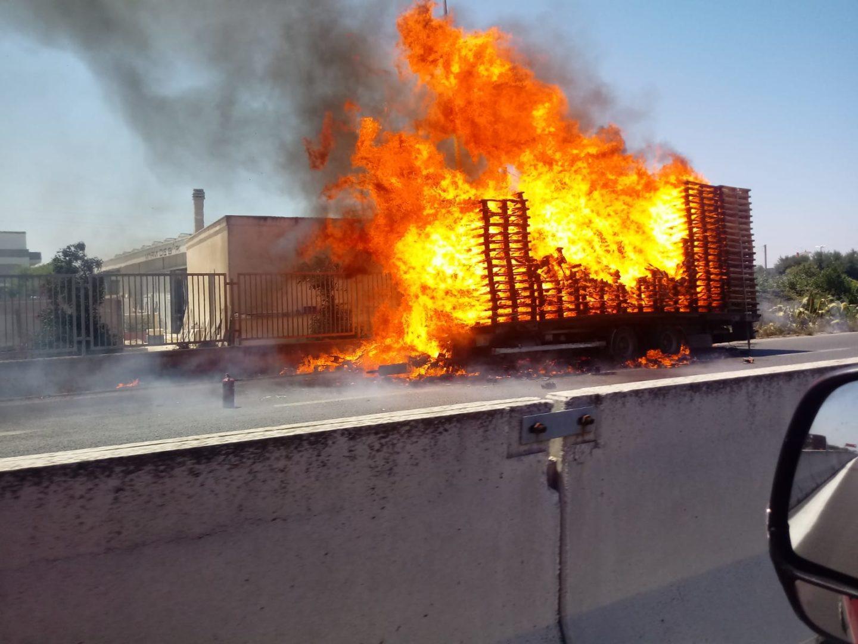 incendio camion pedane ss16