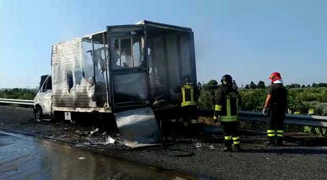 furgone fiamme ss16